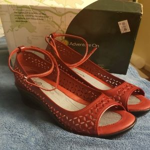 J41 Adverture On Cosmos Red Patent Leather Wedge